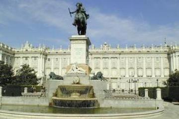 マイバスで行く!【市内観光】マドリード市内観光とプラド美術館 午前マイウォー…