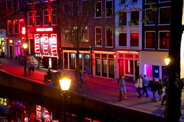 Red Light District Tour: At night with a local guide