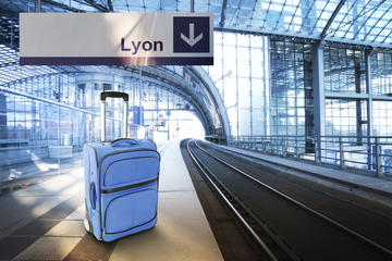 Shared Departure Transfer: Lyon Hotel to Station