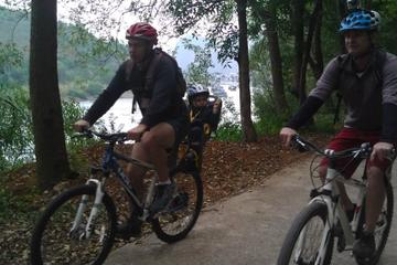 5-Day Yangshuo Family Adventure: Biking, Caving, River Cruise and Cooking Class