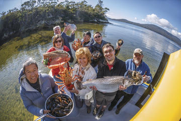 Fresh from the Ocean: Tasmanian Seafood Gourmet Lunch Cruise