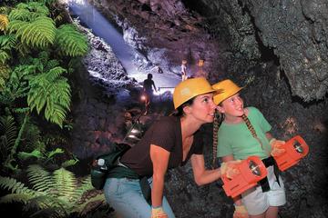 小グループ ラグジュアリーツアー ハナ ハイウェイとカエレク洞窟をめぐる1日…