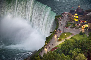 Book Niagara Falls Rainbow Tour with New York Pickup on Viator