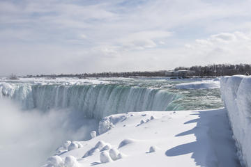 Niagara Falls Winter Rainbow Tour with Canadian Pickup