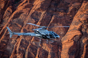 Boven en onder de rand: helikoptervlucht langs de Grand Canyon West ...