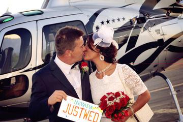 Cérémonie de mariage nocturne en hélicoptère à Las Vegas