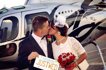 Huwelijksceremonie tijdens nachtelijk helikoptervlucht boven Las Vegas