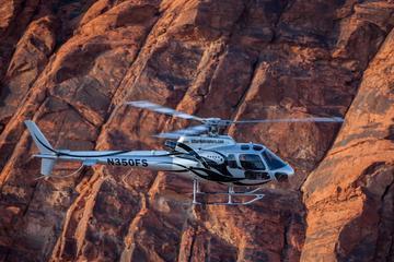 Uitgebreide helikoptervlucht langs de ...