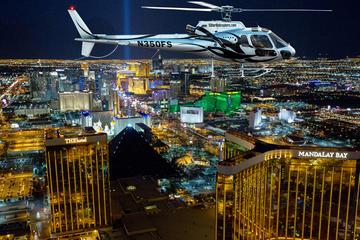 Vuelo nocturno a Las Vegas de lujo en helicóptero con transporte VIP