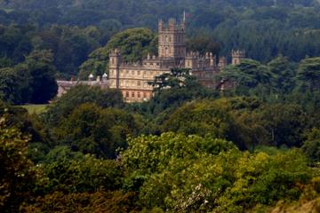 Tour naar Downton Abbey en Highclere Castle met een kleine groep ...