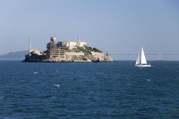 Inträde till Alcatraz och cykeltur med hantverksöl i liten grupp i ...