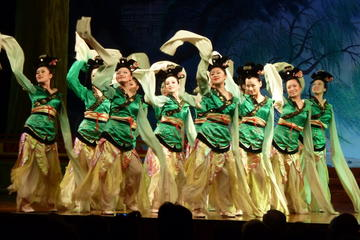 Xi'an Night Muslim Quarter Foodie Experience with Tang Dynasty Imperial Show