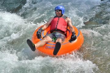 Aventura de tubing en Jamaica por el Rio Bueno