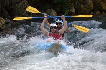 Aventura en kayak en Río Bueno en Jamaica