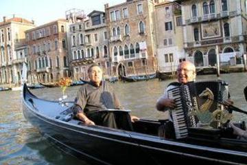 マイバスで行く!ベネチア名物ゴンドラ遊覧クルー…