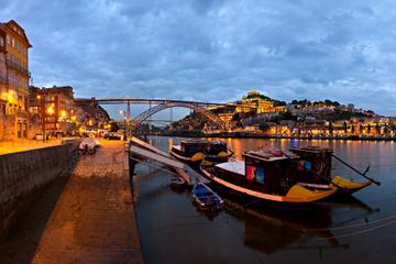 Excursão turística à noite pela cidade do Porto com apresentação de...