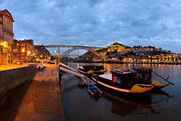 Tour panoramico serale di Oporto con spettacolo di fado