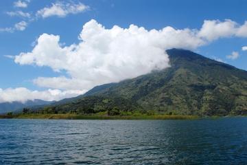 Crucero turístico del lago Atitlán con traslado desde Antigua