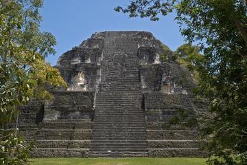 Gita giornaliera a Tikal in aereo da Città del Guatemala con pranzo