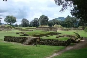 Recorrido por las ruinas de Iximché y...