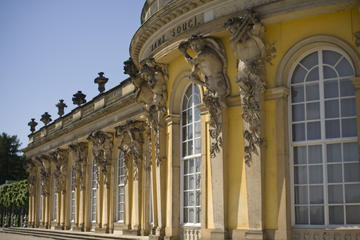 Visit Potsdam in Spanish half day trip from Berlin