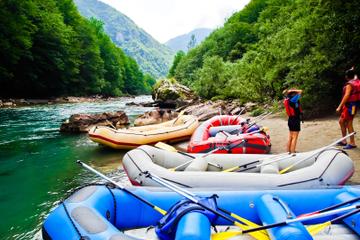 Passeio de um dia com rafting pelas águas cristalinas de Montenegro...