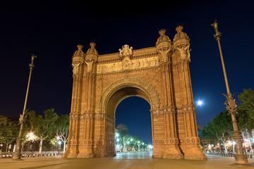 Excursão a pé noturna sobre fantasmas em Barcelona