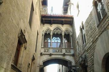 Recorrido a pie con historias y leyendas por el Barrio Gótico