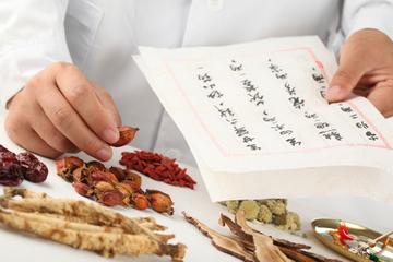Clase de medicina tradicional china en Shanghái