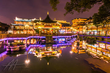 Private Shanghai Lilongs & Old City Night Walking Tour
