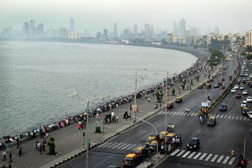 Cultural Morning at Mahalakshmi Temple with Haji Ali Dargah and Marine Drive