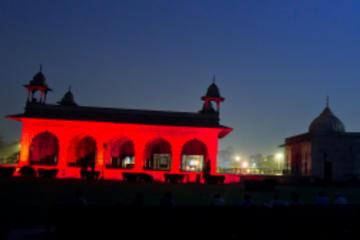 Espectáculo de luz y sonido de Red Fort en Delhi con cena y traslado...