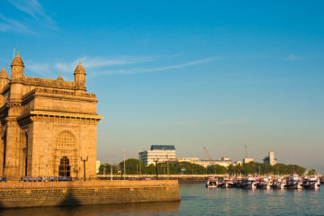 Evening Tour at Mumbai's Fashion Street with Nariman Point and the Gateway of India