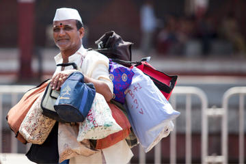 Morning Life of Mumbai's Dabbawalas...