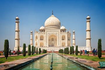 Private Luxury Tour:Day trip to Agra with Taj Mahal,Fort and lunch at ITC Mughal