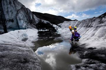 Dagstur fra Reykjavik: Brevandring og isklatring på isbreen...