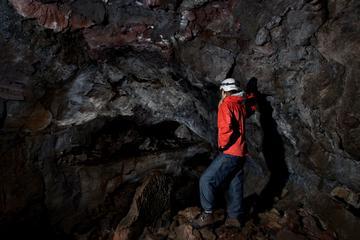 Excursión por el Círculo Dorado y de espeleología de lava desde...