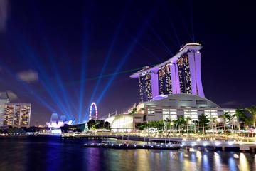 Singapur bei Nacht mit Gardens by the Bay und Bugis Street