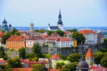 Excursão turística em Tallinn de ônibus e a pé