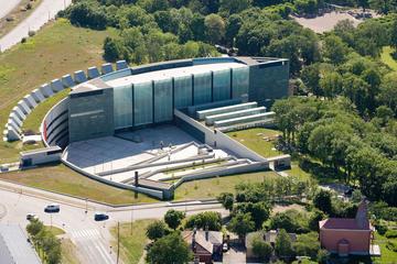 Tallinn Art Tour: Kadriorg Park and Kumu