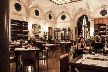 Gastronomisch diner met wijn in een ...