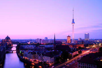 Keine Warteschlangen: Berliner Fernsehturm für Frühaufsteher oder...
