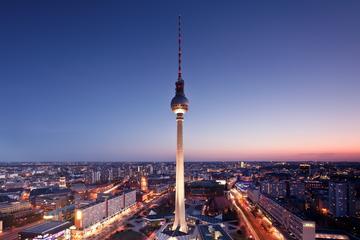 Saltafila: cena in cima alla torre della televisione di Berlino