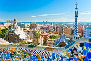 Visite touristique sur le thème de Gaudí à Barcelone depuis la Costa...