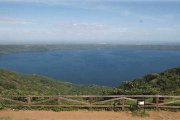 Apoyo Lagoon Adventure saindo de Manágua