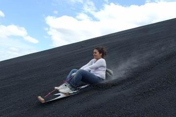 """Excursión de """"sandboarding"""" en el volcán Cerro Negro desde Managua"""