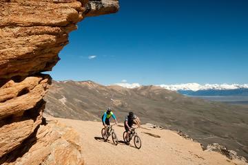 Aventura en bicicleta de montaña bajando El Calafate