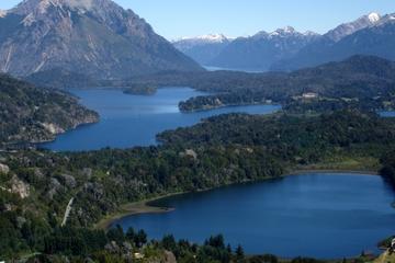 Crucero turístico por el lago Nahuel Huapi con paseo por la...