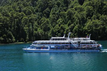 Crucero turístico por el puerto Blest y senderismo por las cascadas...