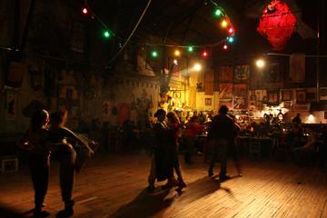 Excursión de la historia del tango y...